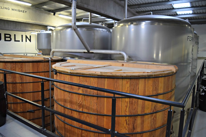 Wooden washbacks in front of metal ones